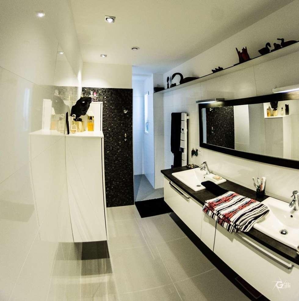 Banheiros modernos por Architecte Egrefeuille Carole