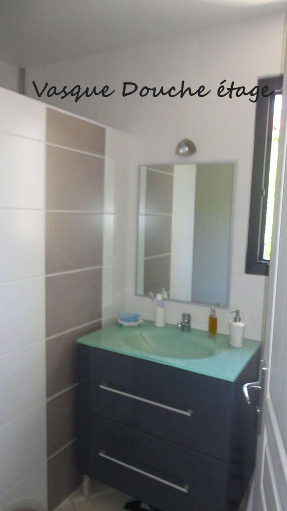 Salle d'eau 1: Salle de bains de style  par Architecte Egrefeuille Carole