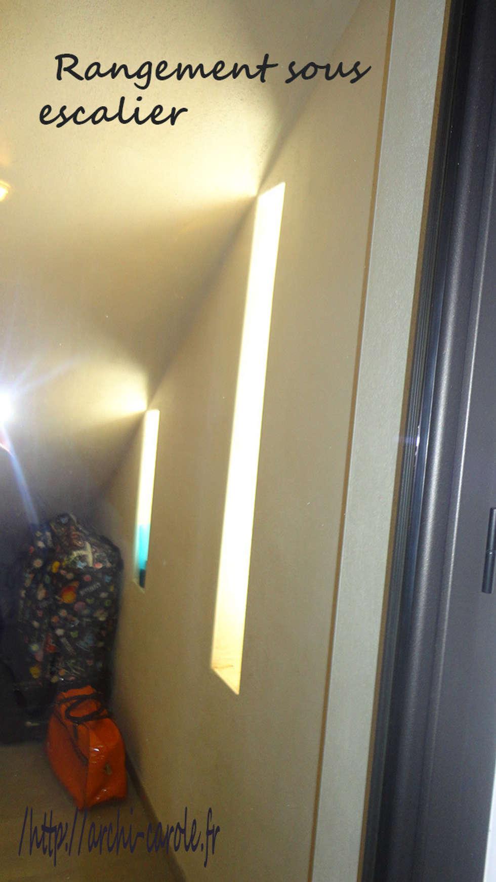 Utilisation d'un dessous d'escalier en débaras: Couloir et hall d'entrée de style  par Architecte Egrefeuille Carole