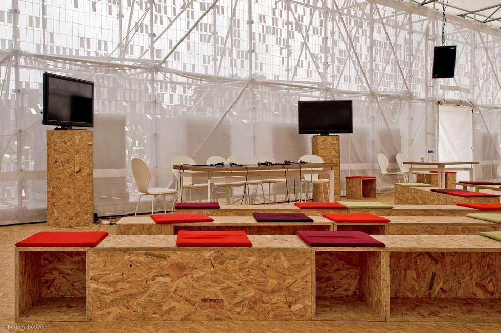 Mobilier intelligent: Centre d'expositions de style  par Emilie Marx
