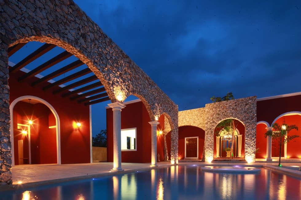 Piscina: Albercas de estilo colonial por Arturo Campos Arquitectos