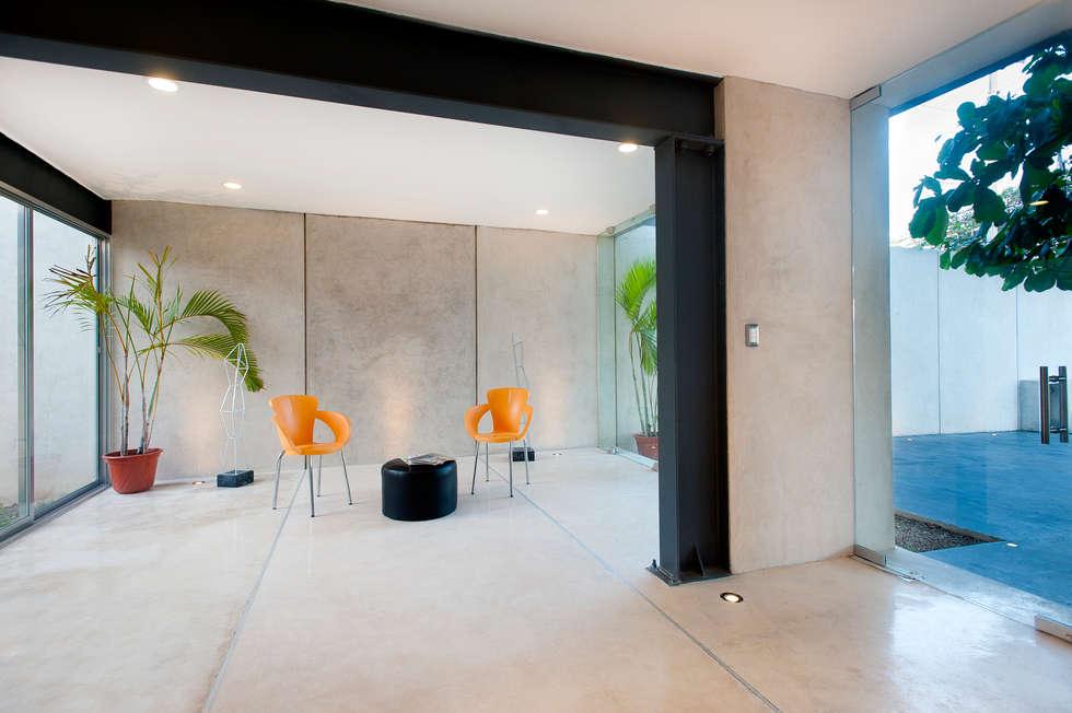 Vestíbulo: Edificios de Oficinas de estilo  por Arturo Campos Arquitectos