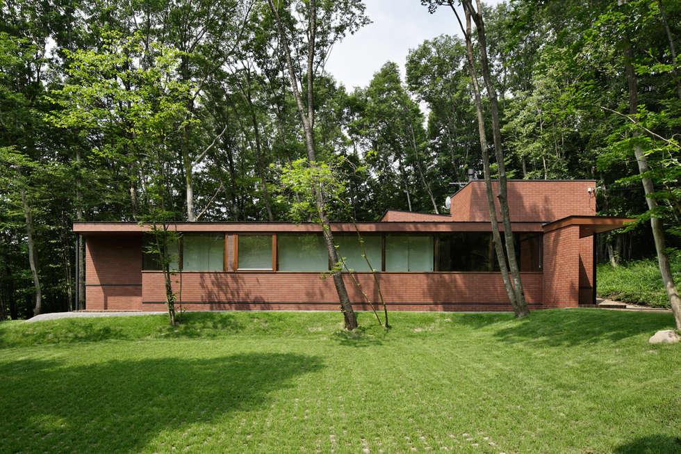外観正面~029那須Hさんの家: atelier137 ARCHITECTURAL DESIGN OFFICEが手掛けた家です。