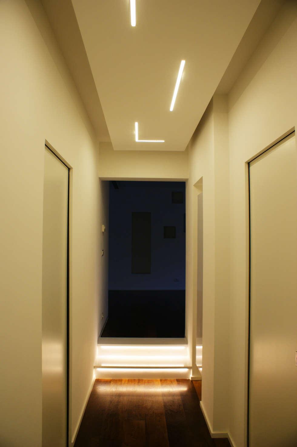 Corridoio_2: Ingresso & Corridoio in stile  di Arch. Tommaso Rossi