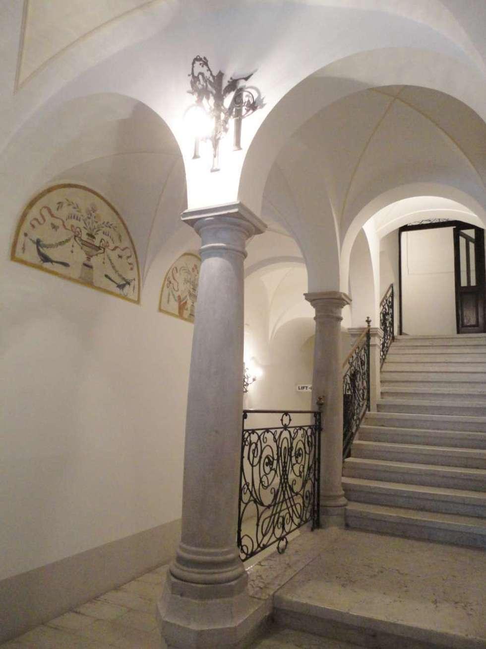 Ingresso_1: Complessi per uffici in stile  di Arch. Tommaso Rossi
