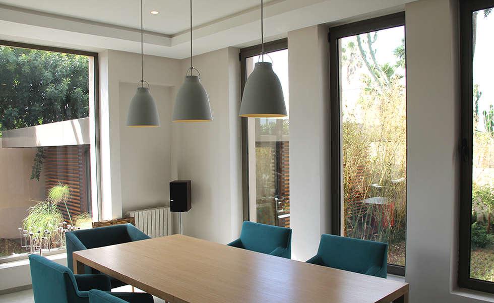 *salle à manger: Salle à manger de style de style Minimaliste par 180°