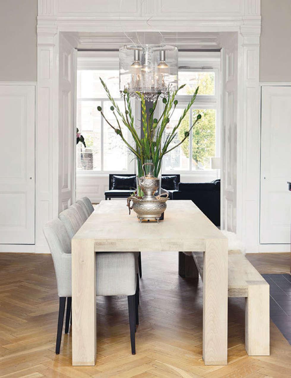 Lekker lang tafelen: moderne Eetkamer door choc studio interieur