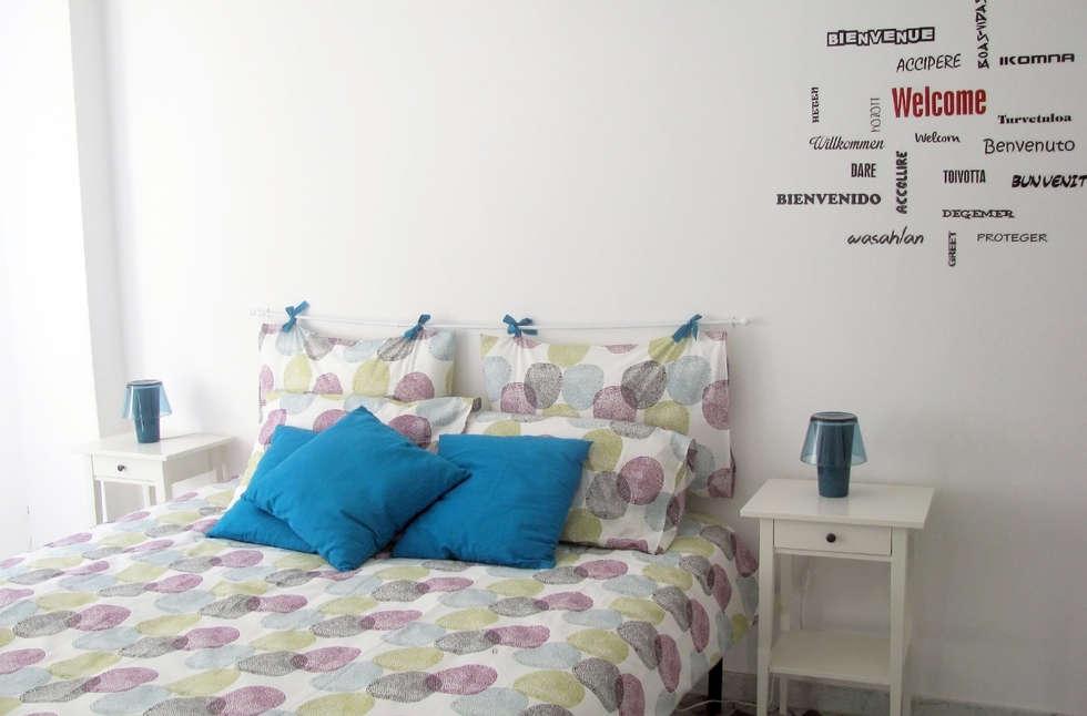 la camera da letto: Camera da letto in stile in stile Minimalista di SLP arch