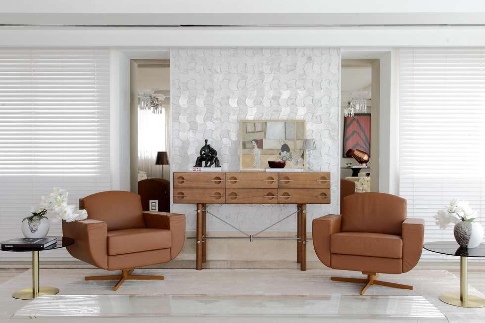 Apartamento St Paul de vence: Salas de estar clássicas por Carlos Otávio Arquitetura e Interiores