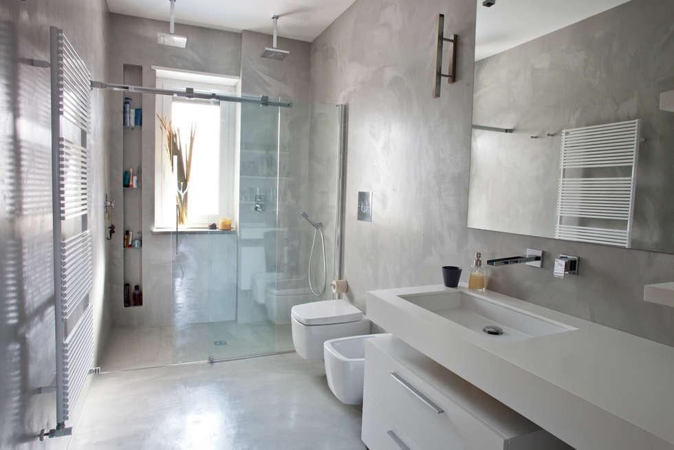 Idee arredamento casa interior design homify - Finestra nella doccia ...