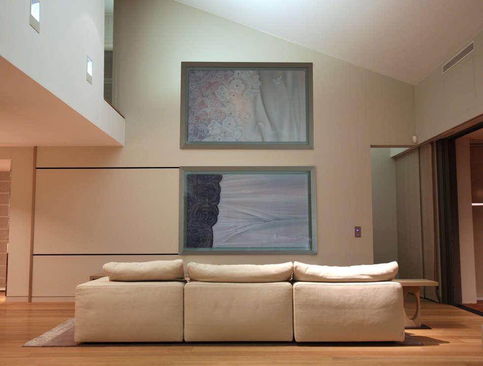 Salon de télévision: Salon de style de style Moderne par Atelier TO-AU