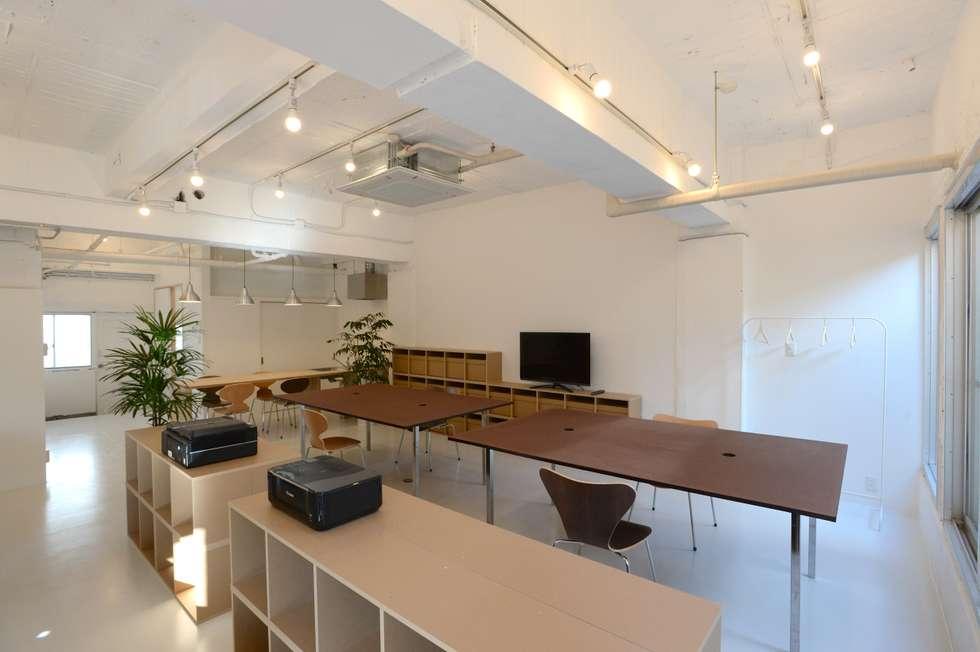 modern Study/office by SHUSAKU MATSUDA & ASSOCIATES, ARCHITECTS