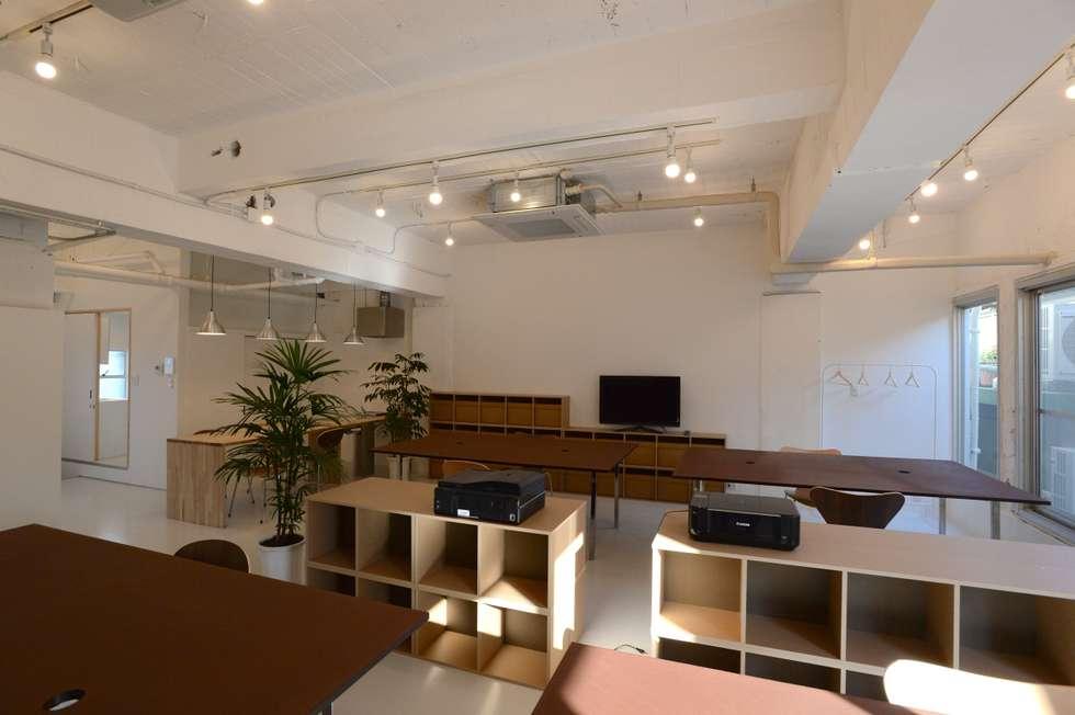 Studio in stile in stile Moderno di SHUSAKU MATSUDA & ASSOCIATES, ARCHITECTS