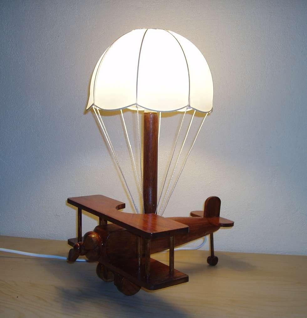 idéale pour une chambre d'enfant, une lampe de chevet originale: Chambre d'enfant de style de style eclectique par détours de lumières