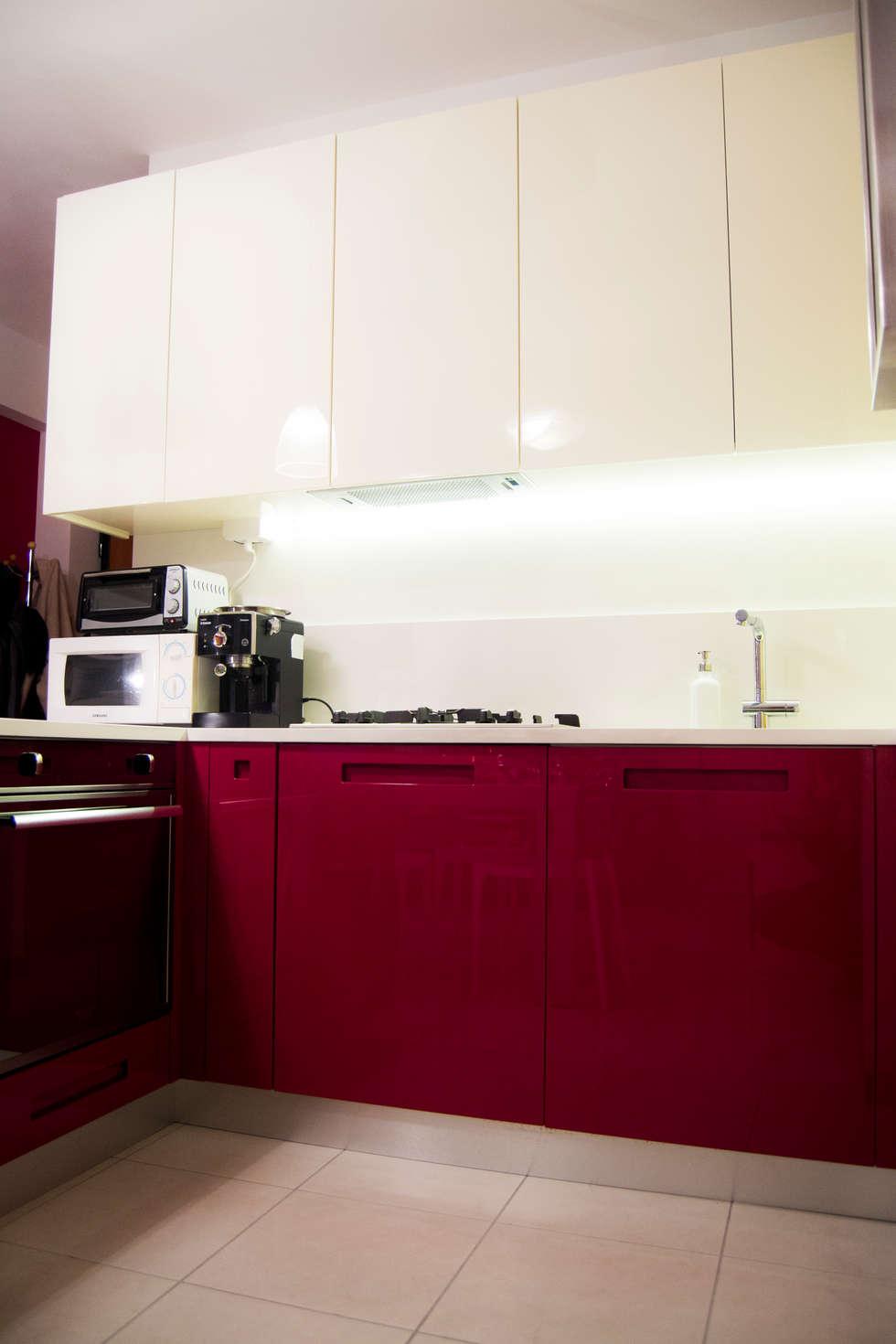 Cucina bicolore laccata lucida rossa e bianca di Arredamenti Ancona ...