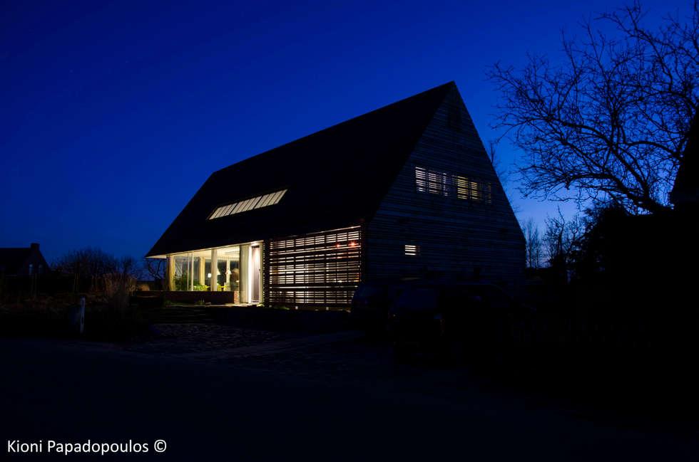 schemering: moderne Huizen door Ton Altena Architect