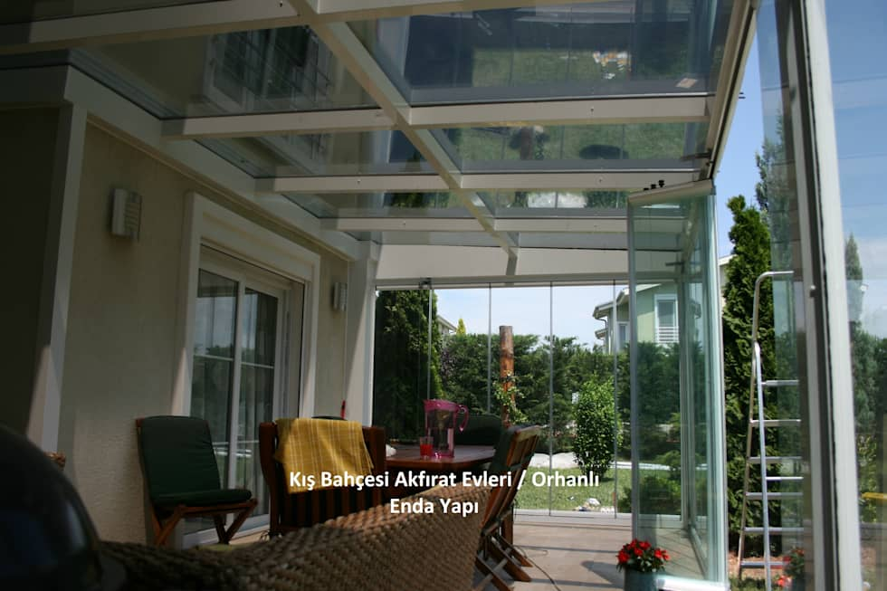 Modern tarz balkon, veranda & teras fotograflar?: k?s bahces.