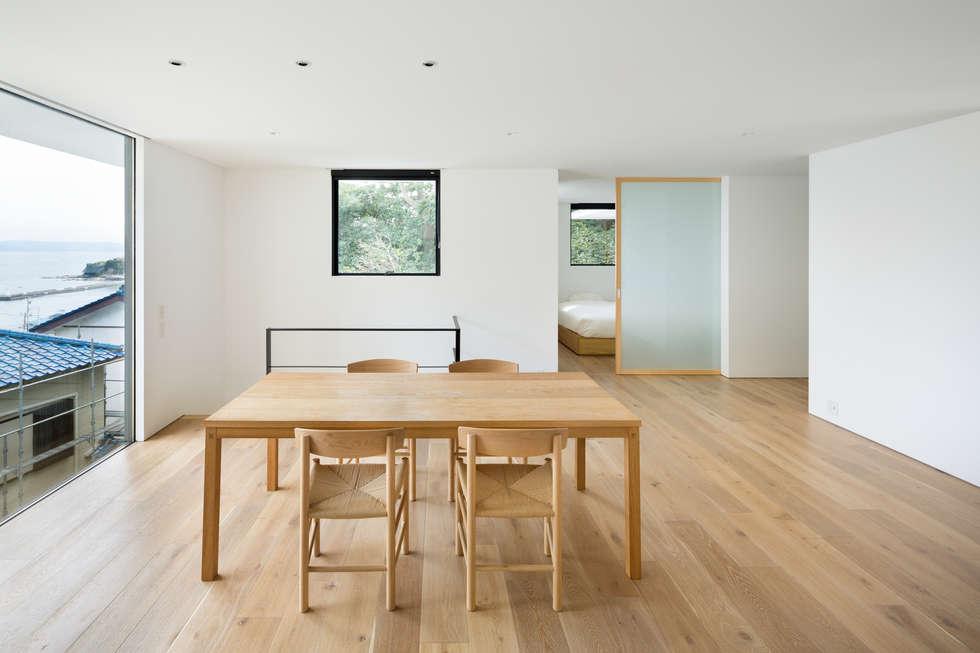 横須賀の家: 栗原隆建築設計事務所が手掛けたリビングです。