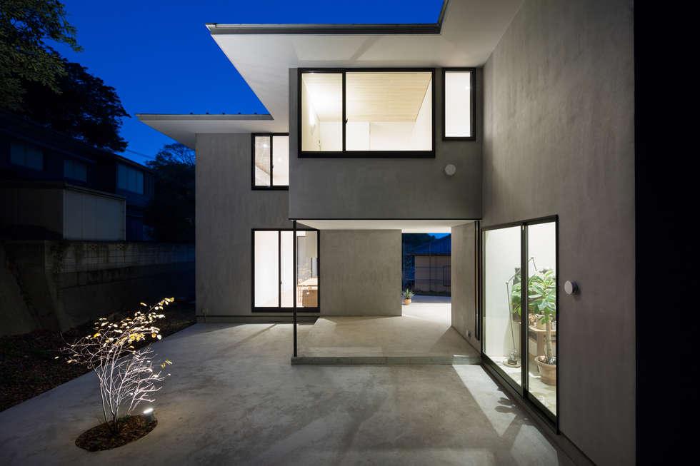 横須賀の家: 栗原隆建築設計事務所が手掛けた庭です。