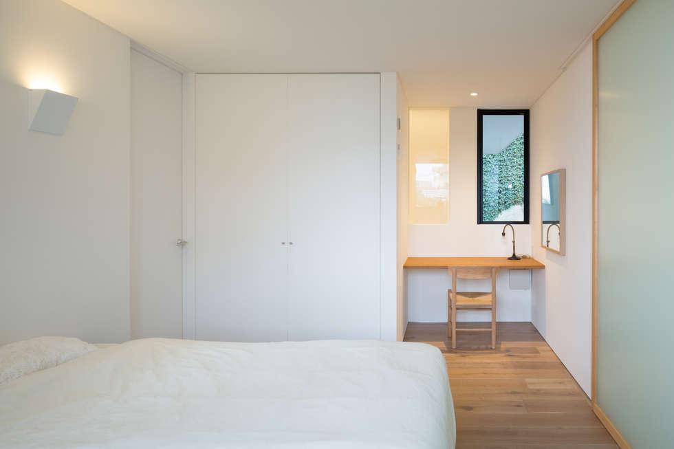 横須賀の家: 栗原隆建築設計事務所が手掛けた寝室です。
