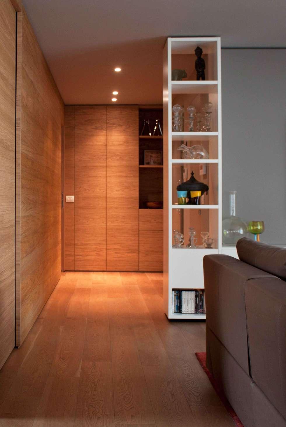 soggiorno: Soggiorno in stile in stile Moderno di davide petronici   architettura