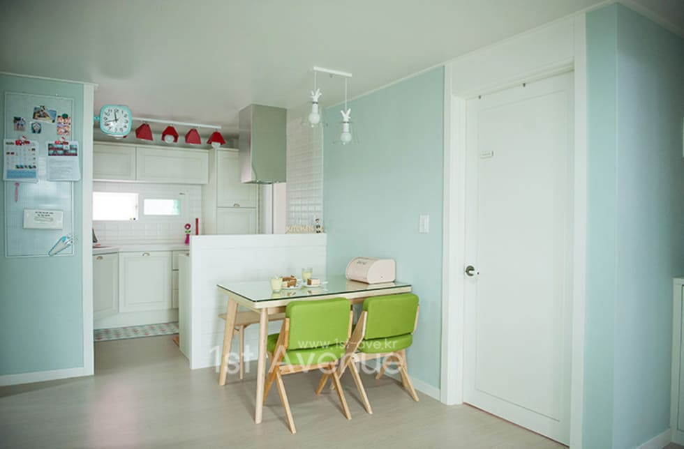 엄마의 사랑이 피어나는 러블리 하우스: 퍼스트애비뉴의  주방