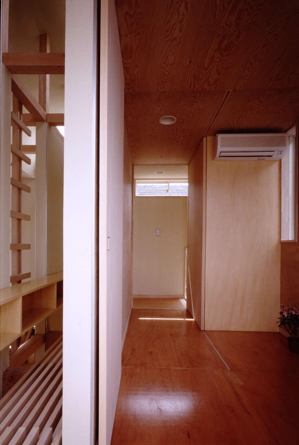 TAN 子供室: 濱嵜良実+株式会社 浜﨑工務店一級建築士事務所が手掛けた子供部屋です。