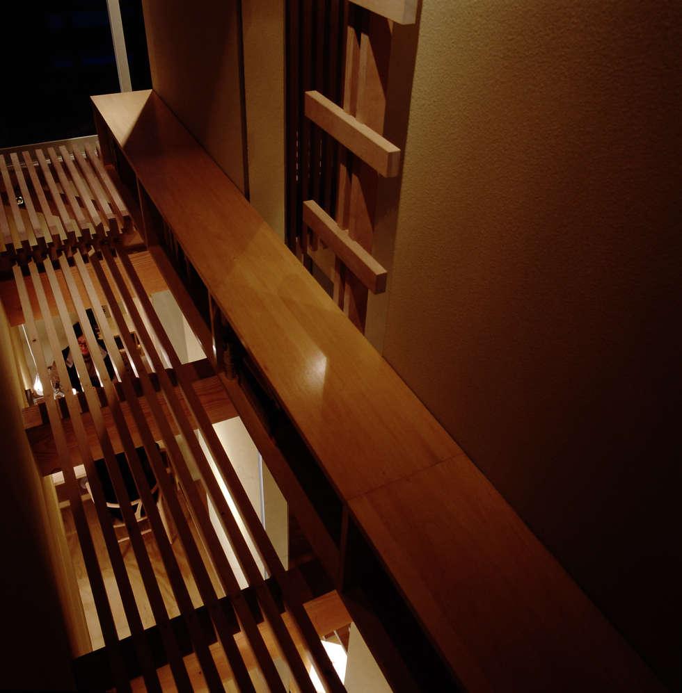 TAN 空中図書館: 濱嵜良実+株式会社 浜﨑工務店一級建築士事務所が手掛けた廊下 & 玄関です。