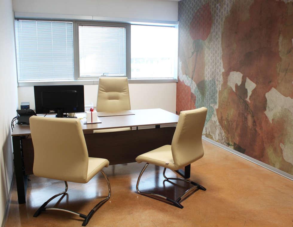 Ufficio direzionale: Complessi per uffici in stile  di OGARREDO