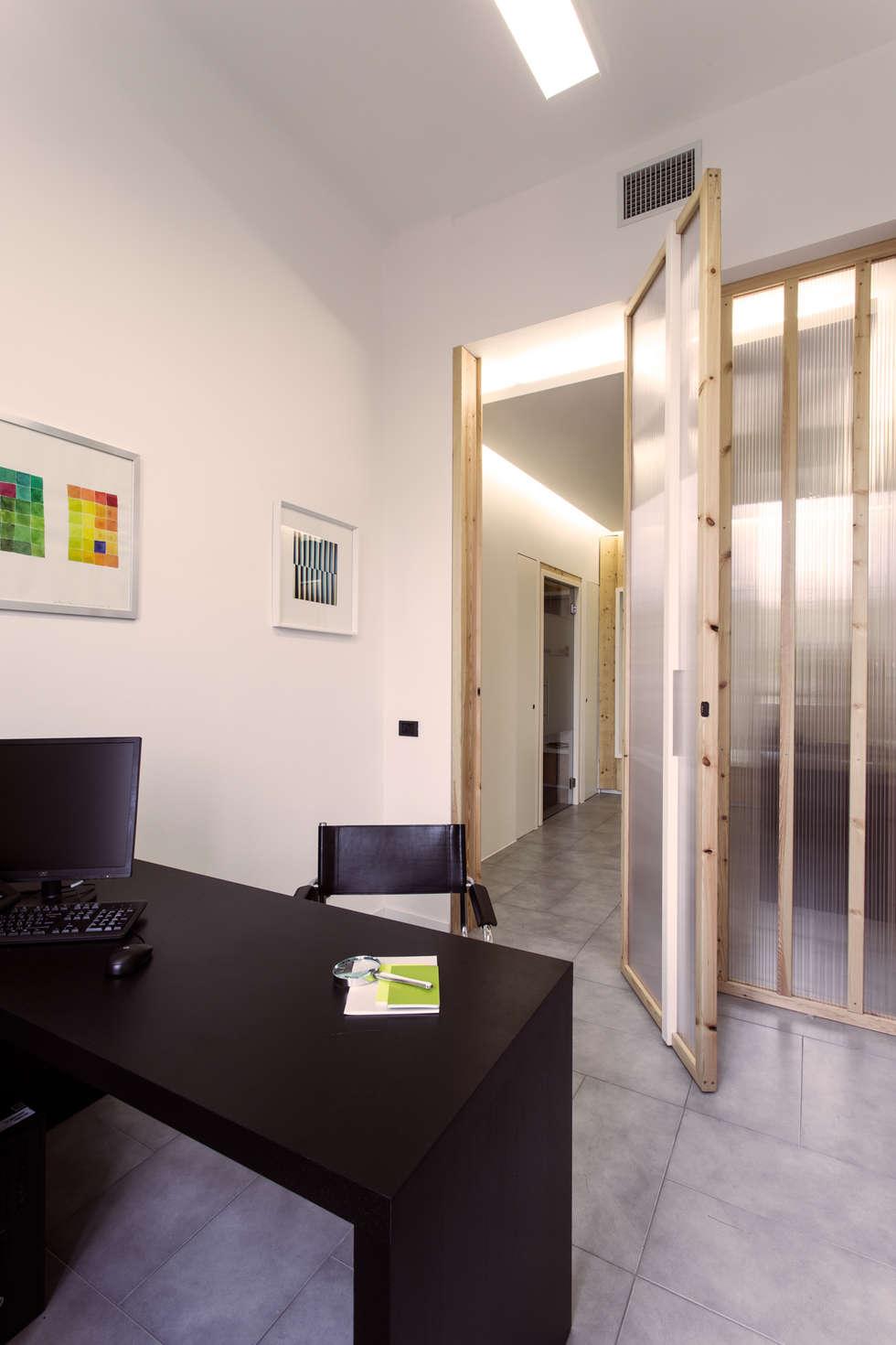 Interno di un ufficio: Studio in stile in stile Moderno di PLUS ULTRA studio