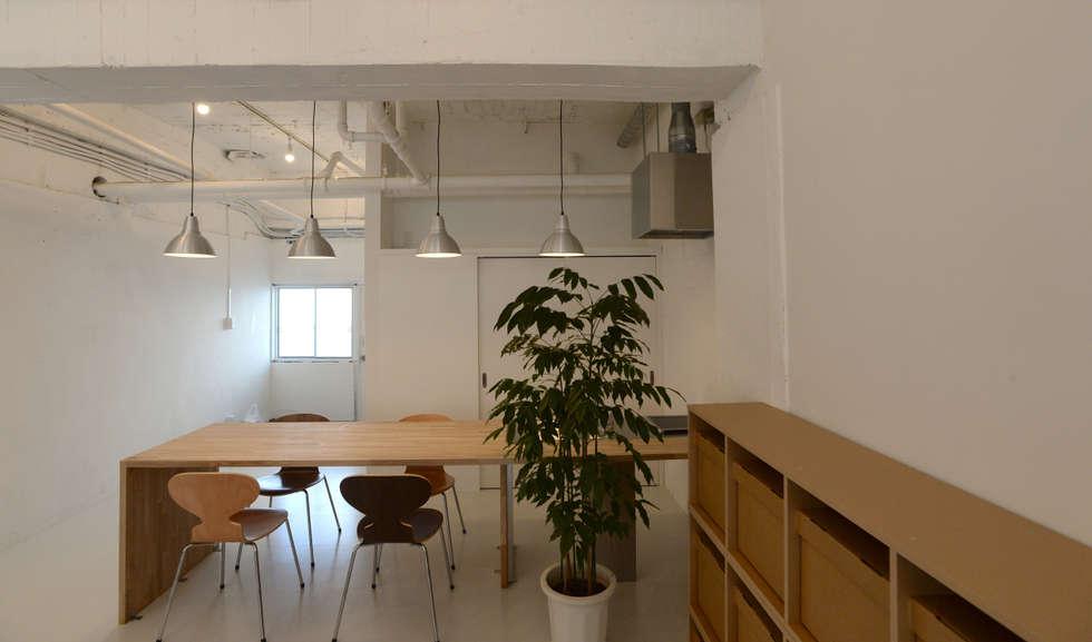 Рабочие кабинеты в . Автор – SHUSAKU MATSUDA & ASSOCIATES, ARCHITECTS