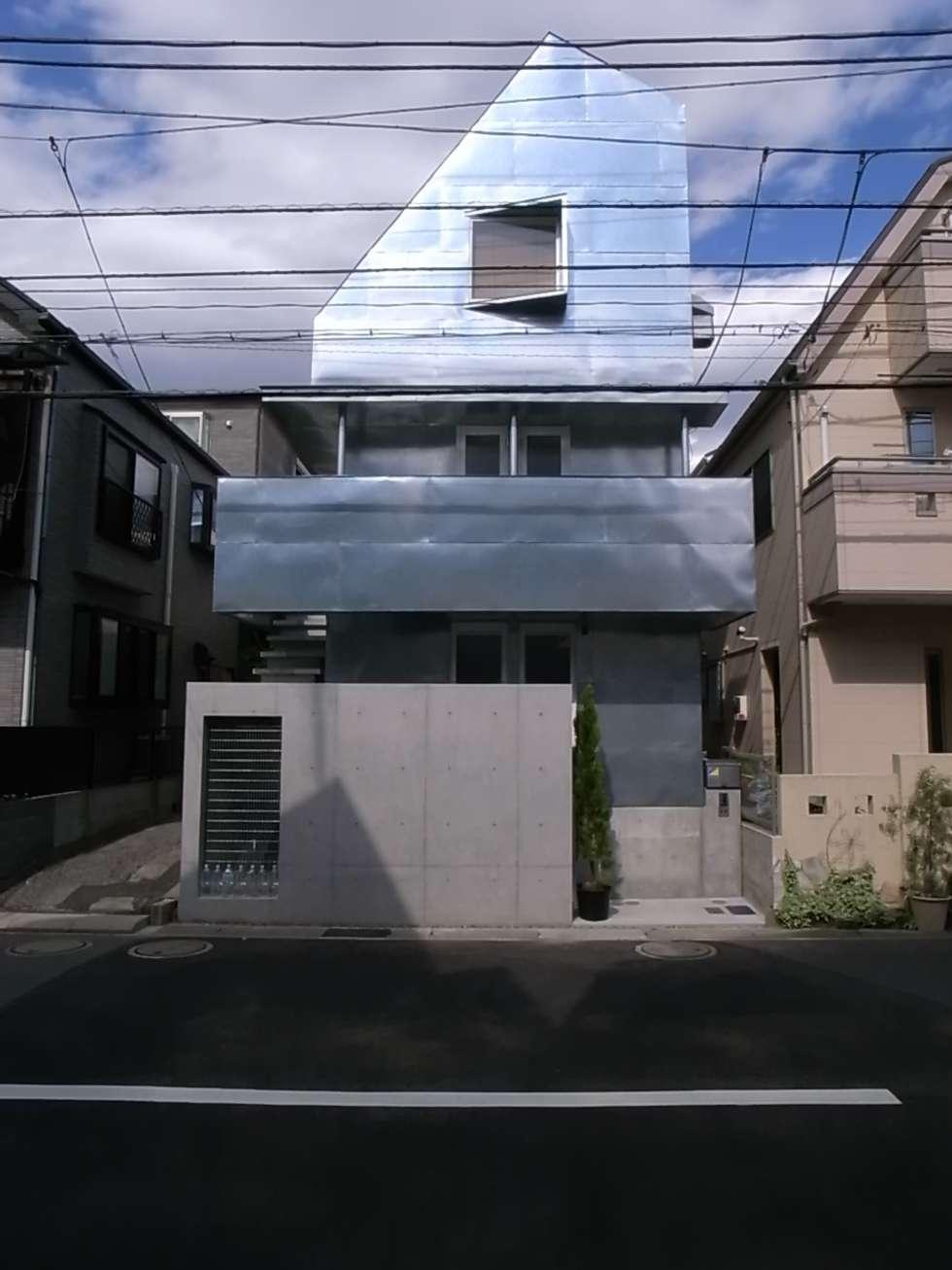 外観ファサード: 濱嵜良実+株式会社 浜﨑工務店一級建築士事務所が手掛けた家です。
