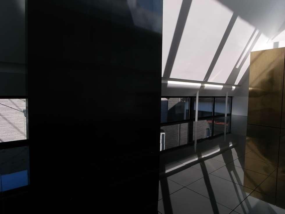 ダイニング: 濱嵜良実+株式会社 浜﨑工務店一級建築士事務所が手掛けたダイニングです。