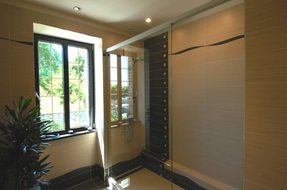 Douche à l'italienne: Salle de bains de style  par ARMOR ARCHITECTURE ASSOCIES