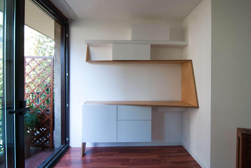workspace: Bureau de style de style Minimaliste par nicolas cuvillier