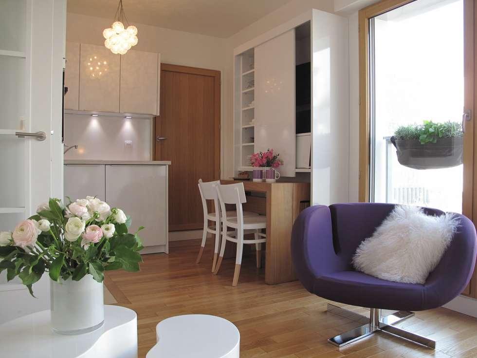 Mise en valeur de l'ouverture de l'espace sur le retour cuisine.: Cuisine de style de style Moderne par Tout Simplement Déco