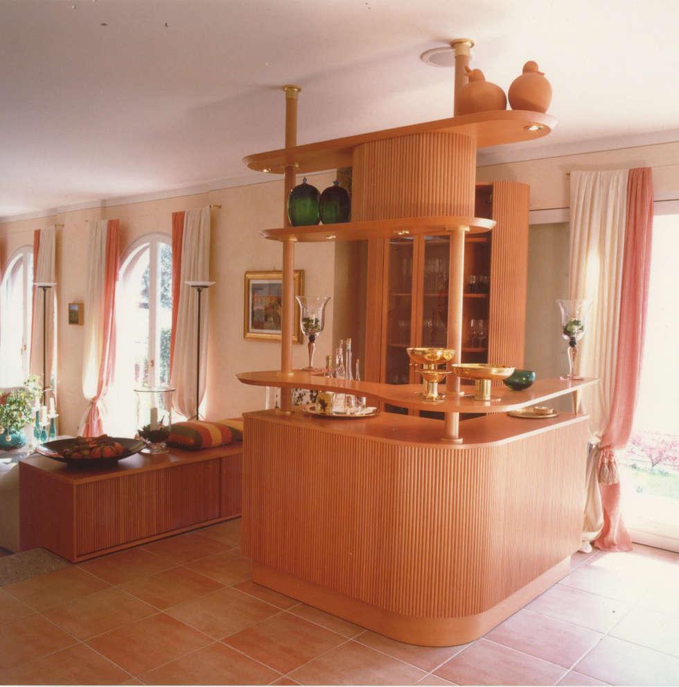 Living-room, dettaglio bar: Soggiorno in stile in stile Moderno di Studio Mingaia