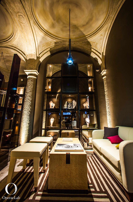 Salotto d'attesa Patek Philippe: Negozi & Locali commerciali in stile  di OperaeLab S.R.L.
