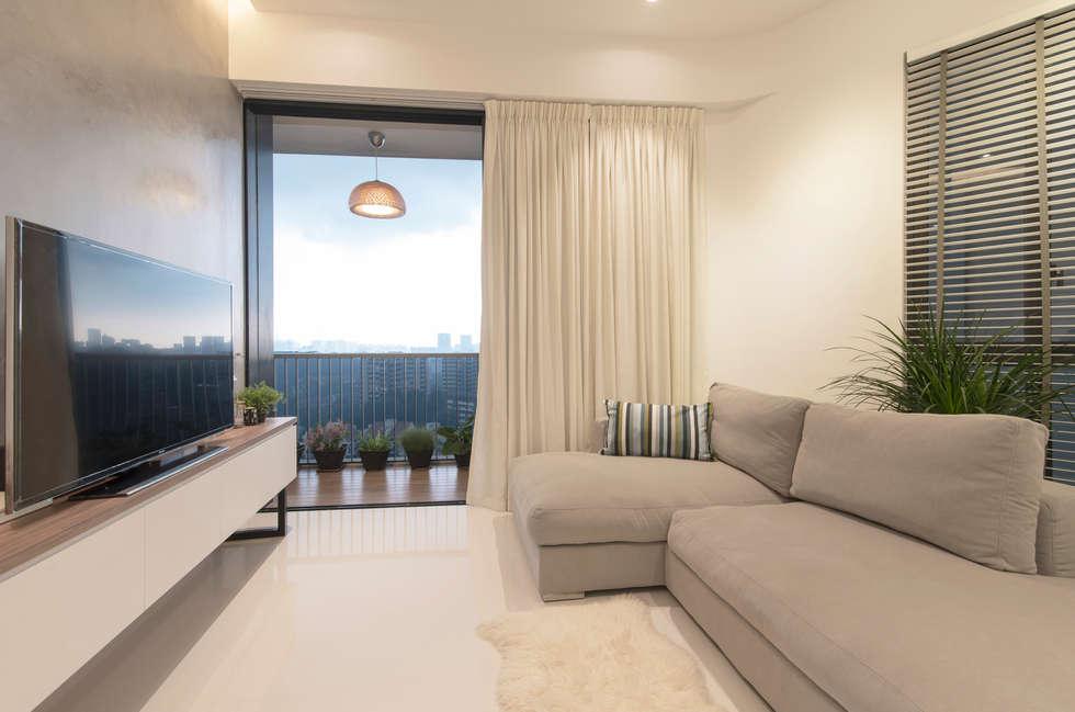 Salas de estar minimalistas por Eightytwo Pte Ltd