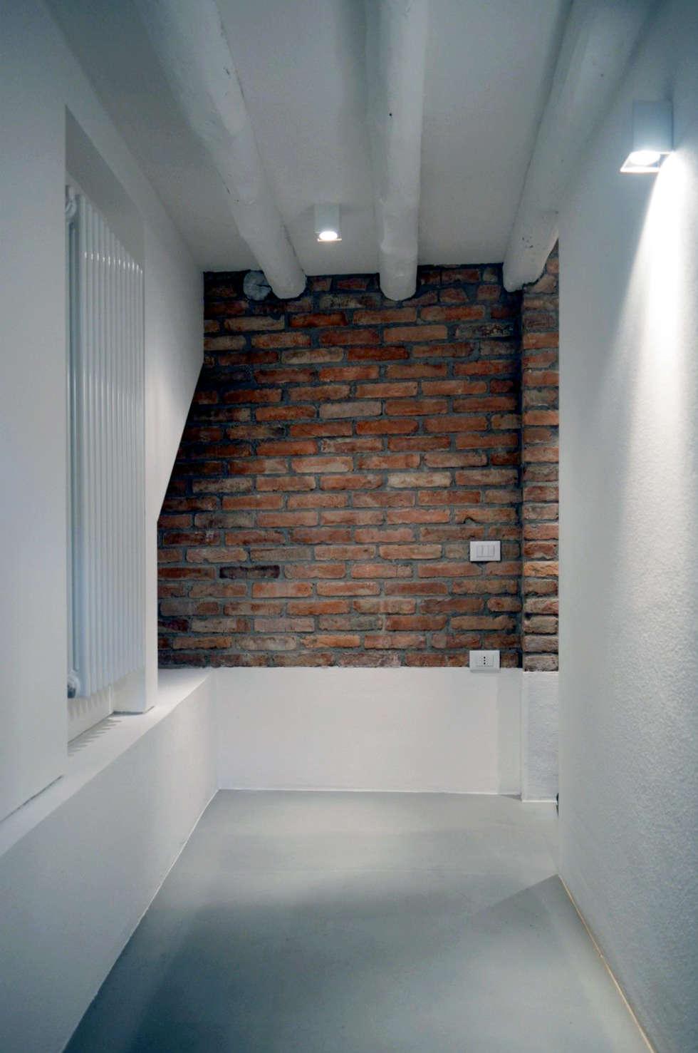 house dz - interni: Ingresso & Corridoio in stile  di A-Office /architecture platform