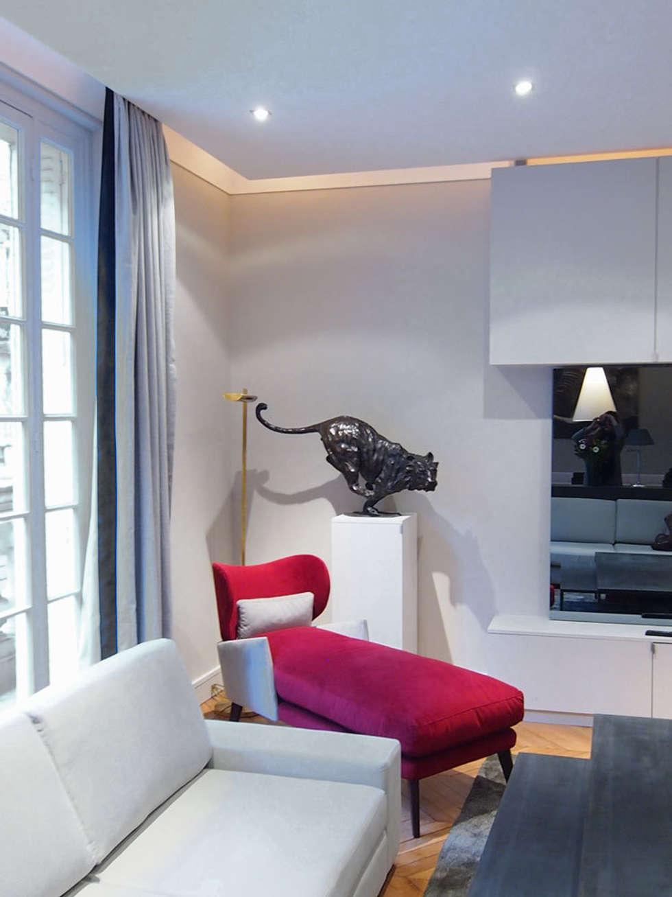 Table gigogne : Salon de style de style Moderne par STUDIO SANDRA HELLMANN