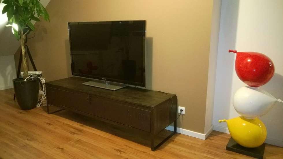 Meuble TV industriel bois et métal: Salon de style de style Industriel par Hewel mobilier