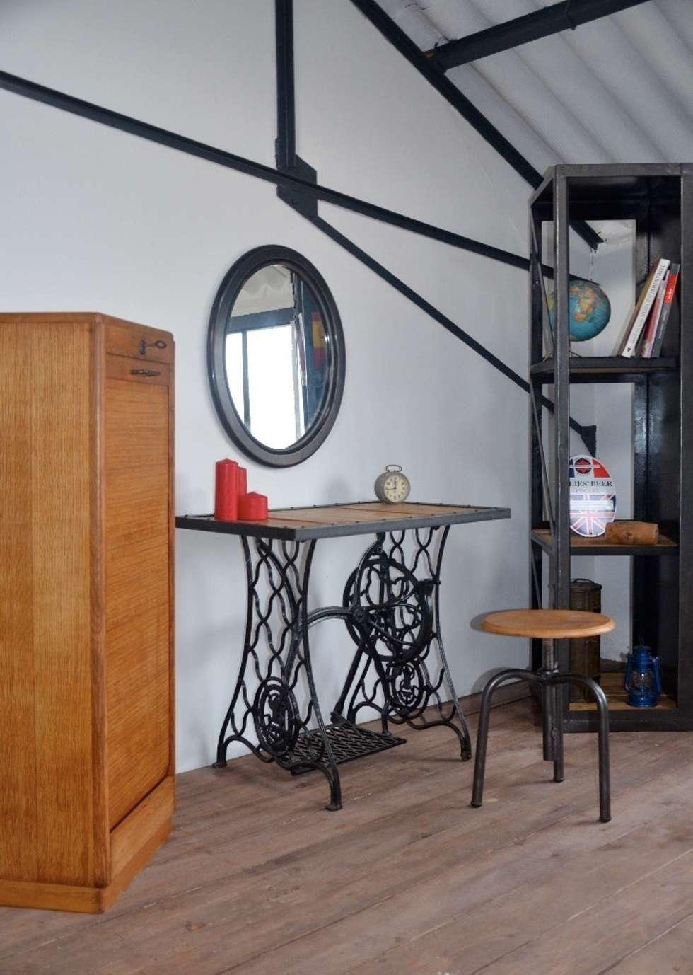 Zoom sur le showroom Hewel mobilier : Chambre de style de style Industriel par Hewel mobilier