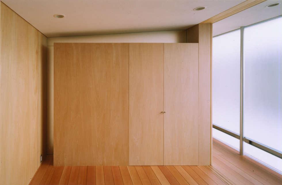 個室: 小平惠一建築研究所が手掛けた寝室です。