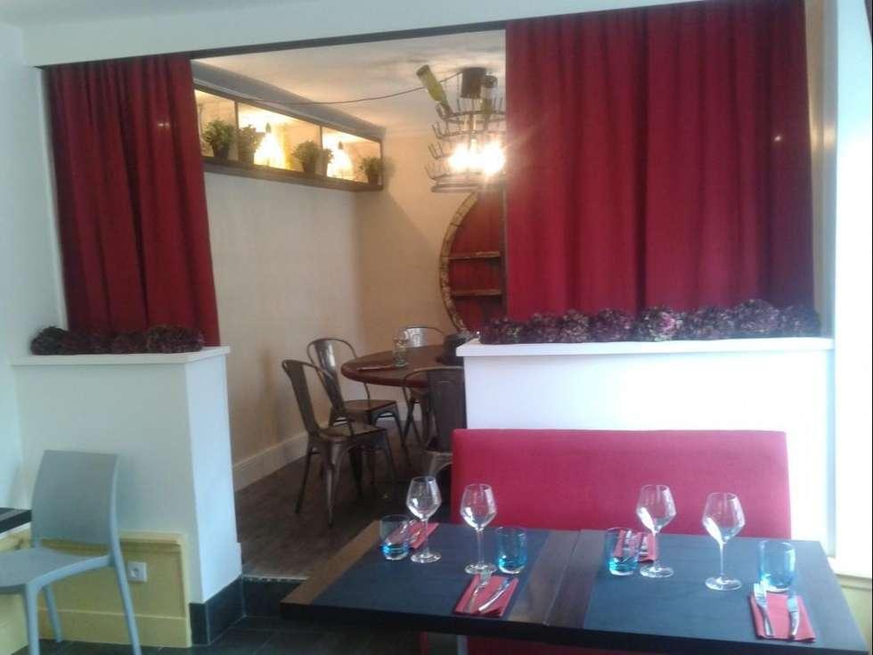 L'étage, après les travaux.: Restaurants de style  par Anne Gindre Décoratrice d'Intérieur