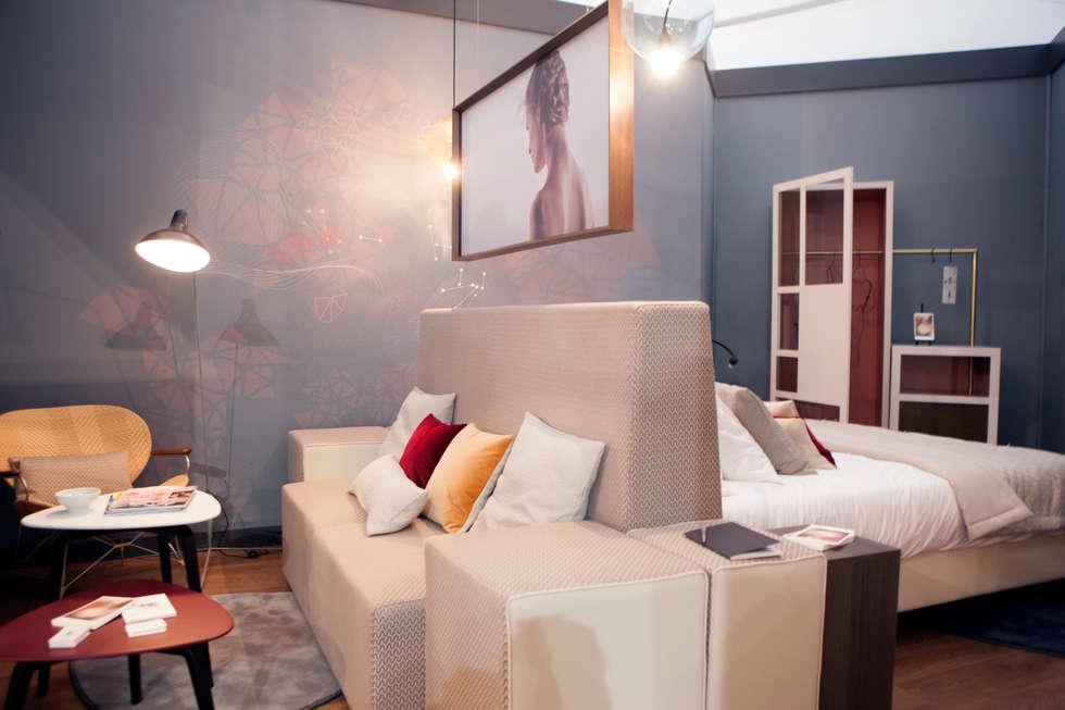 Tête de lit et canapé modulable: Hôtels de style  par Emmanuelle Gain