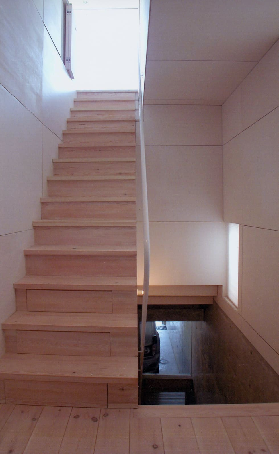 K&K-HOUSE 階段: M4建築設計室が手掛けた廊下 & 玄関です。
