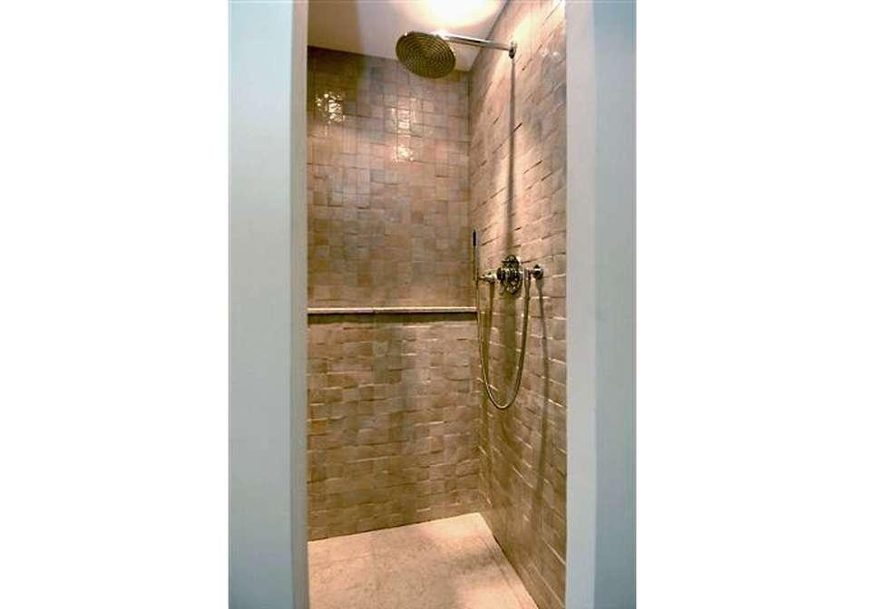 浴室 by Archivice Architektenburo