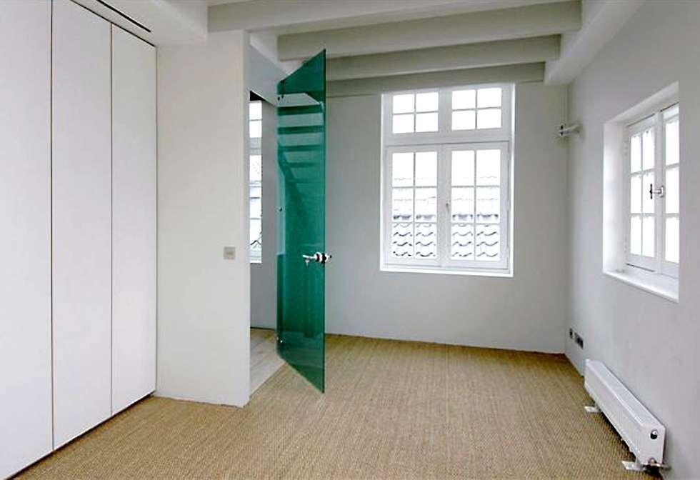 Loft in oude textielfabriek: moderne Studeerkamer/kantoor door Archivice Architektenburo