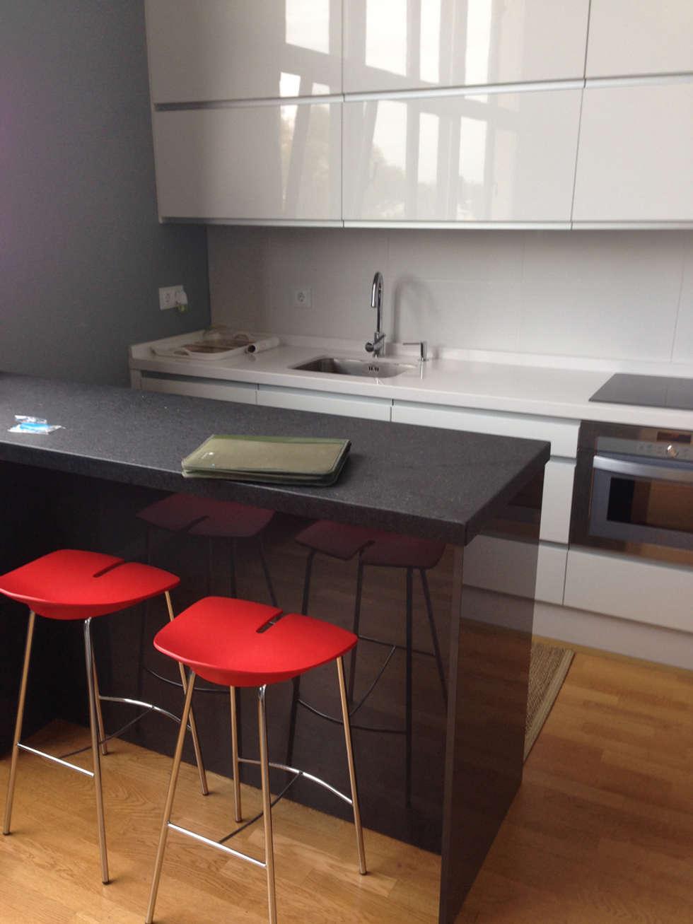 Fotos de cocinas de estilo moderno de azd dise o interior - Cocinas diseno moderno ...